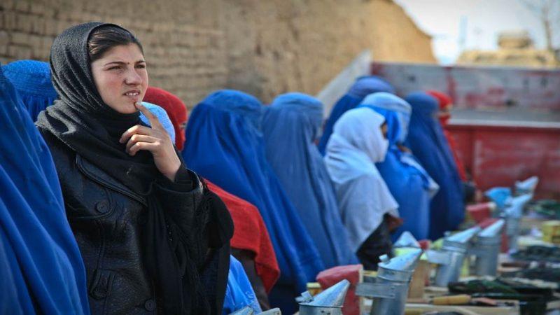 ¡NUEVA ORDEN PARA LAS MUJERES EN AFGANISTÁN! Orden de quedarse en casa si trabajan para el gobierno